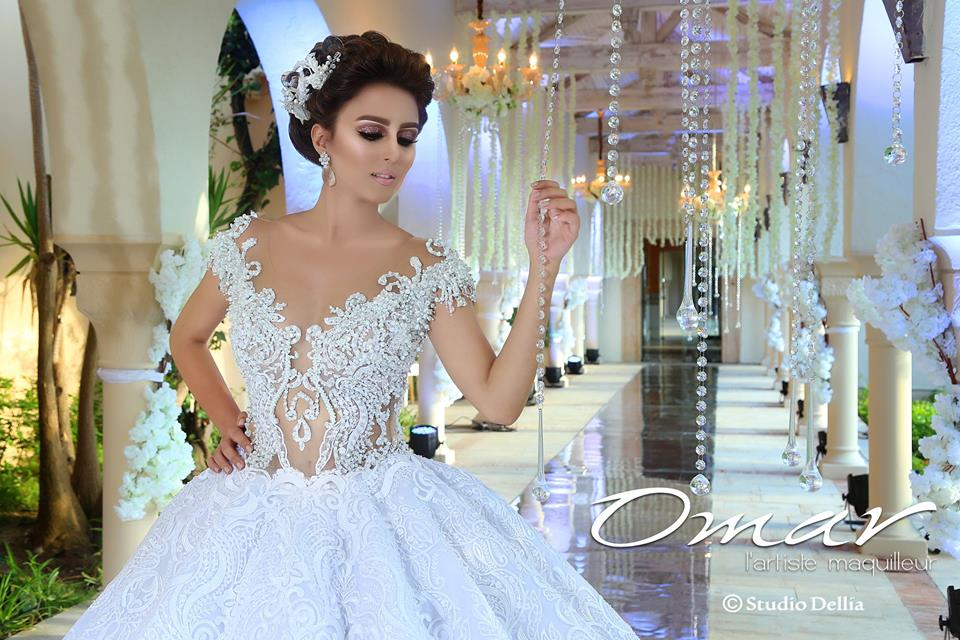 Tissus précieux, ornements luxueux et couture à la main donneront une  dimension majestueuse à votre mariage.